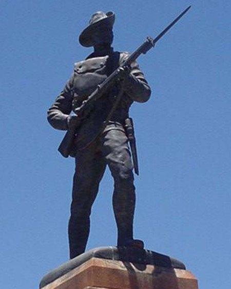 Kalgoorlie statue vert crop